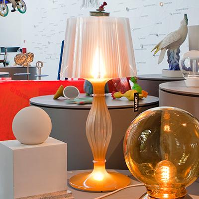 Frauen im italienischen Design: die Triennale von Mailand feiert Elisa Giovannoni und ihre Lampe Liza
